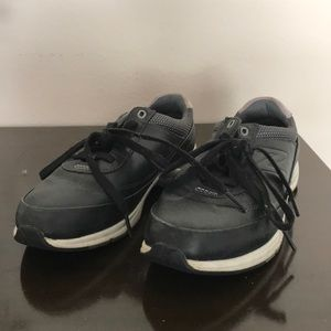 New Balance Black leather tennis shoes